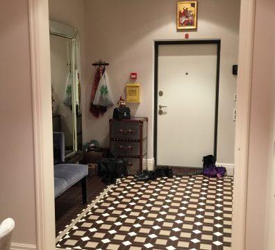 Умный дом под ключ - холл в апартаментах Итальянский Квартал